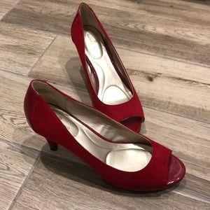 Bandolino red peep toe pumps